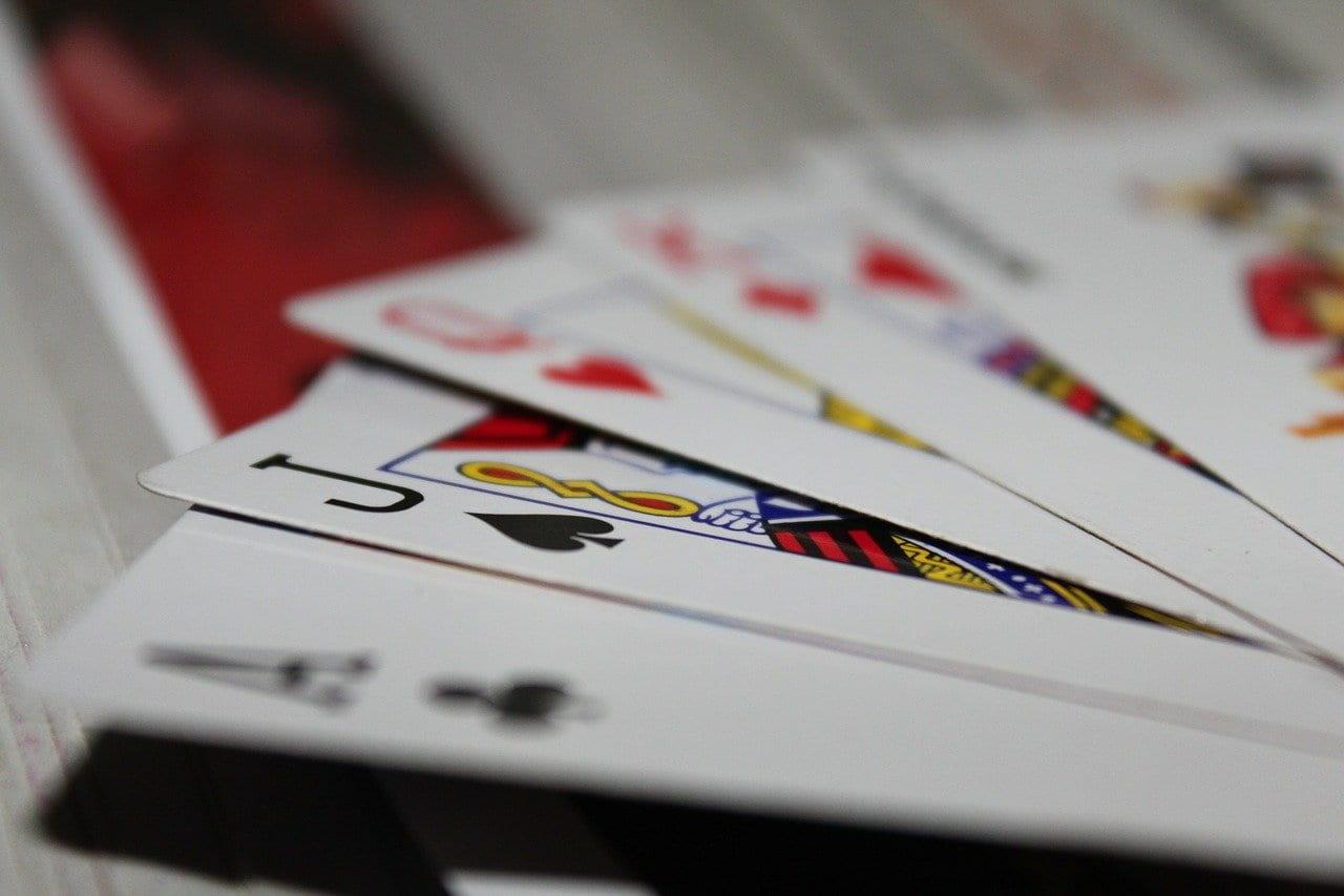 Jak się gra w Wojnę w karty?